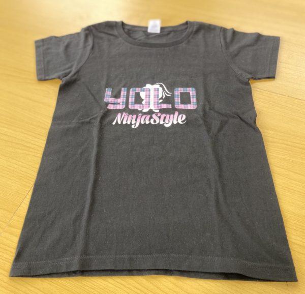 忍者スタイル YOLO Girl Tシャツ